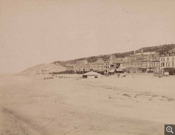 Émile LETELLIER (1833-1893), View of the beach at Trouville, 1877, photography, 23.5 x 30 cm. © Le Havre, bibliothèque municipale / Émile Letellier