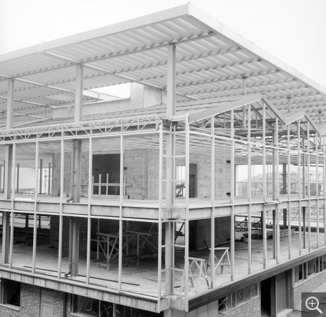 Construction site, Musée-maison de la culture. Construction of the louvre and metal frame of the north and east facades, 1960. © Centre Pompidou, bibliothèque Kandinsky, fonds Cardot-Joly / Pierre Joly - Véra Cardot