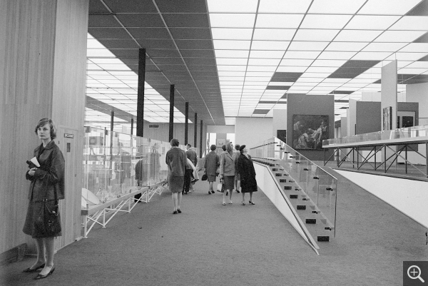 On the mezzanine, perspective view over the collections. © Centre Pompidou, bibliothèque Kandinsky, fonds Cardot-Joly / Pierre Joly - Véra Cardot