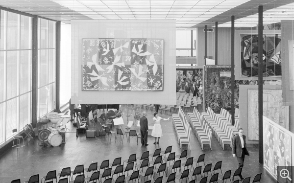 The atrium as concert hall, June 24, 1961. © Centre Pompidou, bibliothèque Kandinsky, fonds Cardot-Joly / Pierre Joly - Véra Cardot