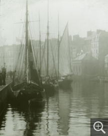 Robert DEMACHY (1859-1936), The Bassin du Roy at Le Havre, digital print from the original photograph, 22.5 x 16.7 cm. © Chalon-sur-Saône, musée Nicéphore Niépce
