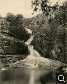 Jean-Eugène DURAND (1845-1926), The Grande Cascade Waterfall, Mortain, 1899, rotogravure, 31 x 25 cm. Collection Chéreau. © Caen, ARDI Photographies / Jean-Eugène Durand