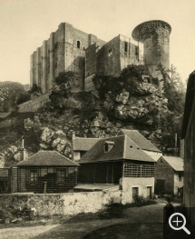 Paul ROBERT (1865-1898), Château de Falaise, 1895, héliogravure, 30,8 x 25,4 cm. Collection Chéreau. © Caen, ARDI Photographies / Paul Robert